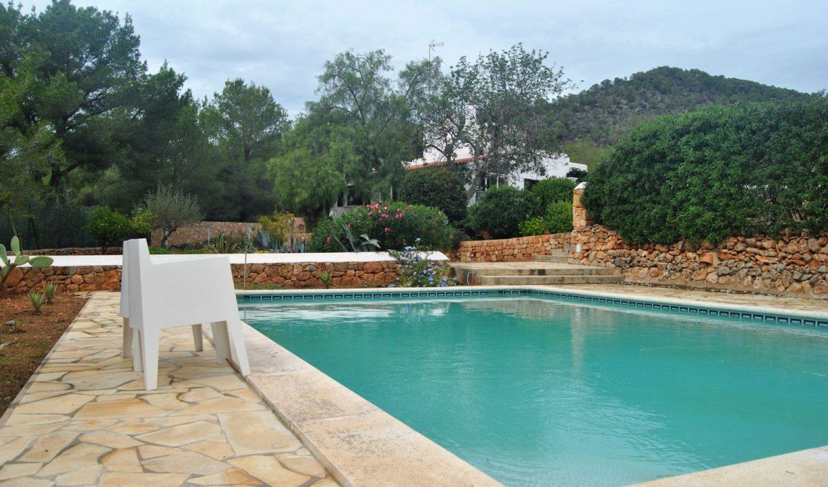 Reforma de vivienda con piscina en Ibiza